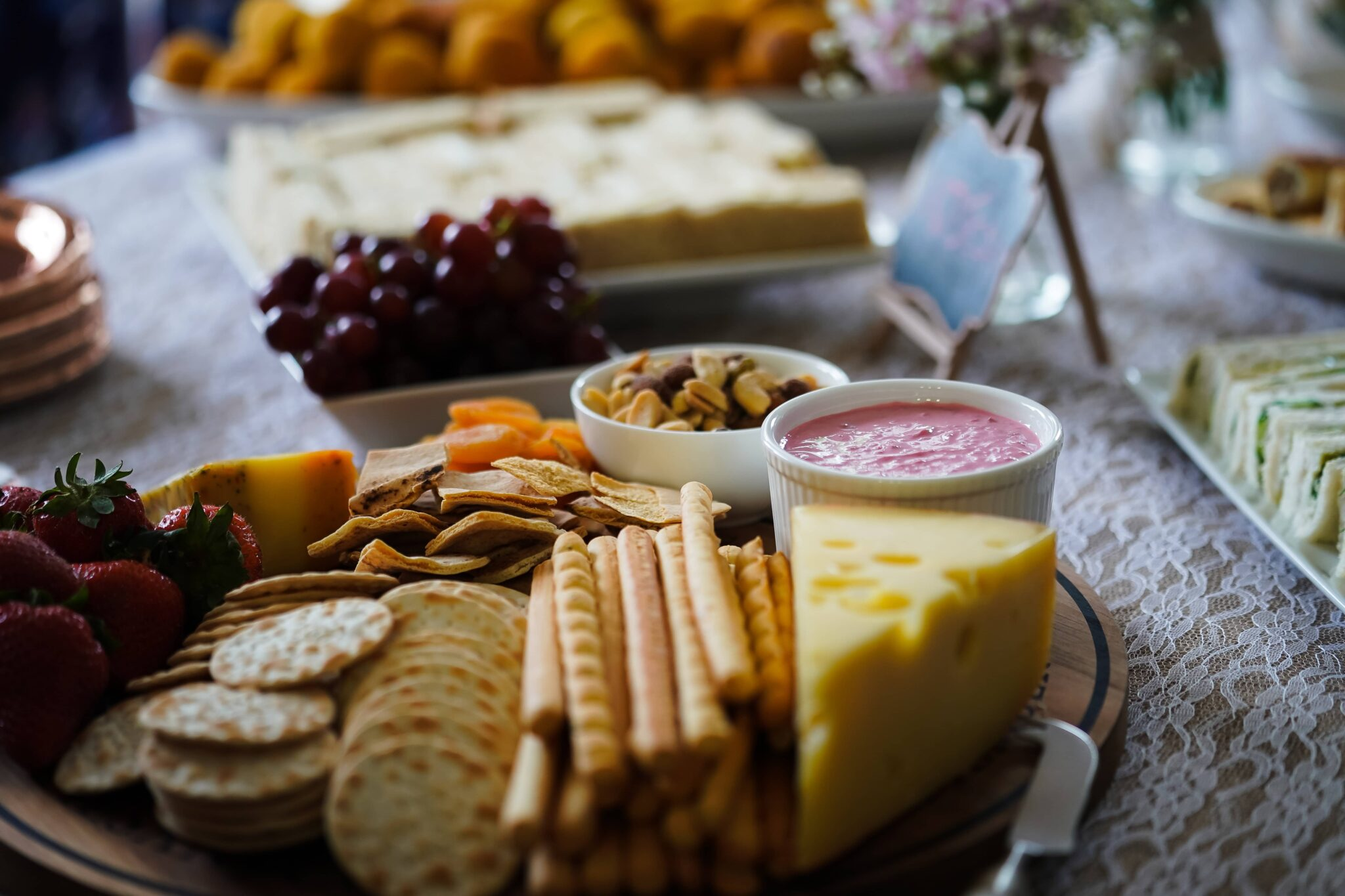 Know the snacks to serve with whisky